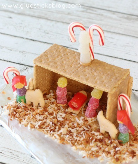 Show and Tell Link Party | Graham Cracker Nativity Scene via Gluesticks Blog