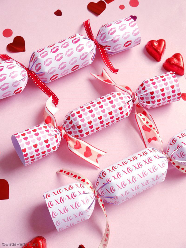 DIY Valentine's Day Crackers Party Favors via Bird's Party