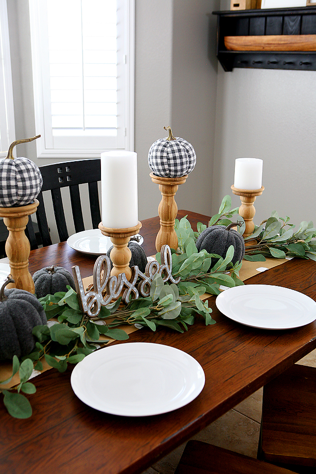 Fall Farmhouse Tablescape | So pretty and easy to put together.
