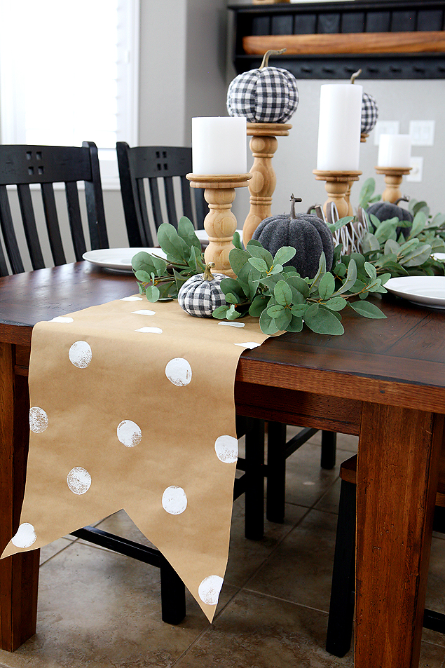 Pretty Fall Farmhouse Tablescape