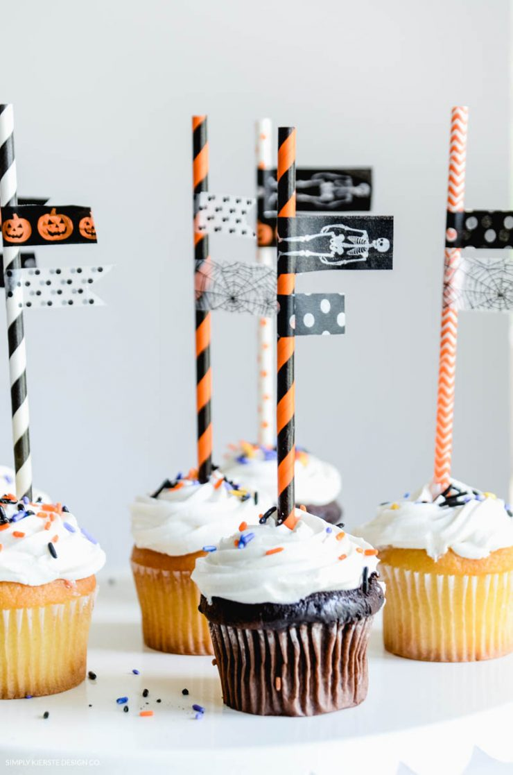 Super Easy Halloween Cupcake Toppers. These are so quick to whip up for all your Halloween Parties!