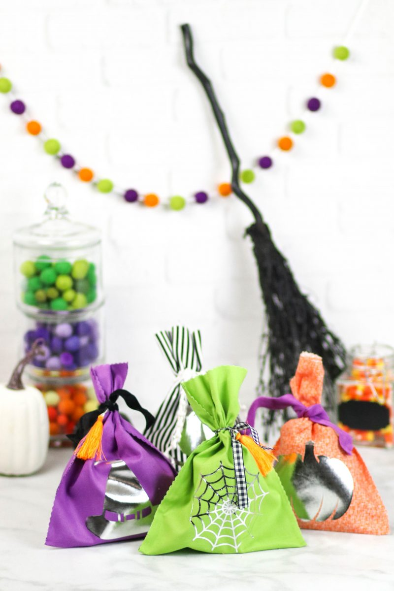 No Sew Halloween Goodie Bags | So easy to make, fill them up and deliver to your neighbors!