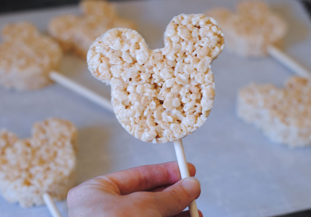 How to make Mummy Mickey Mouse Crispy Treats