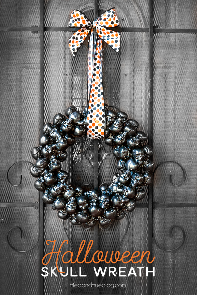 DIY Halloween Skull Wreath. Awesome Halloween decoration idea that you can make yourself!
