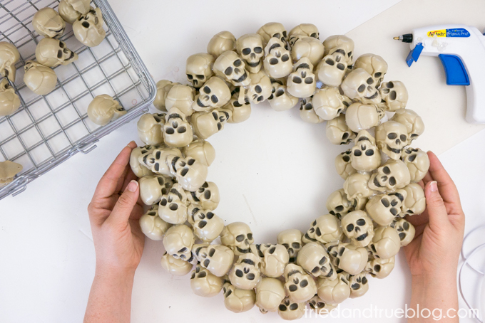DIY Halloween Skull Wreath | So cool, make one for Halloween this year!