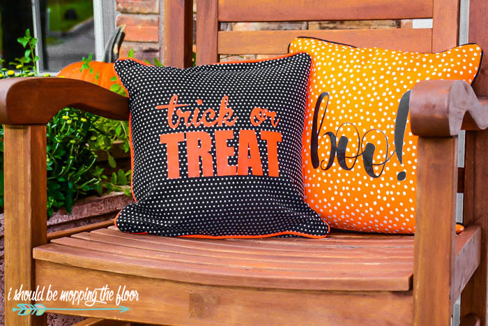 How to make Envelope Style Halloween Pillows | Includes the free cut file!