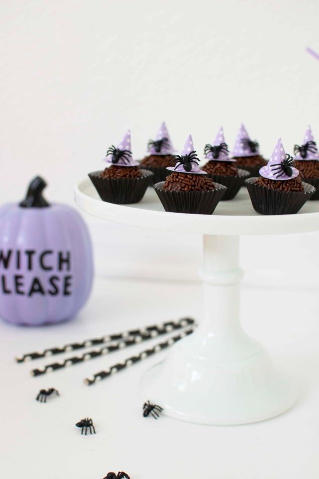 Halloween Chocolate Fudge Balls | Wow your Halloween party guests with these!