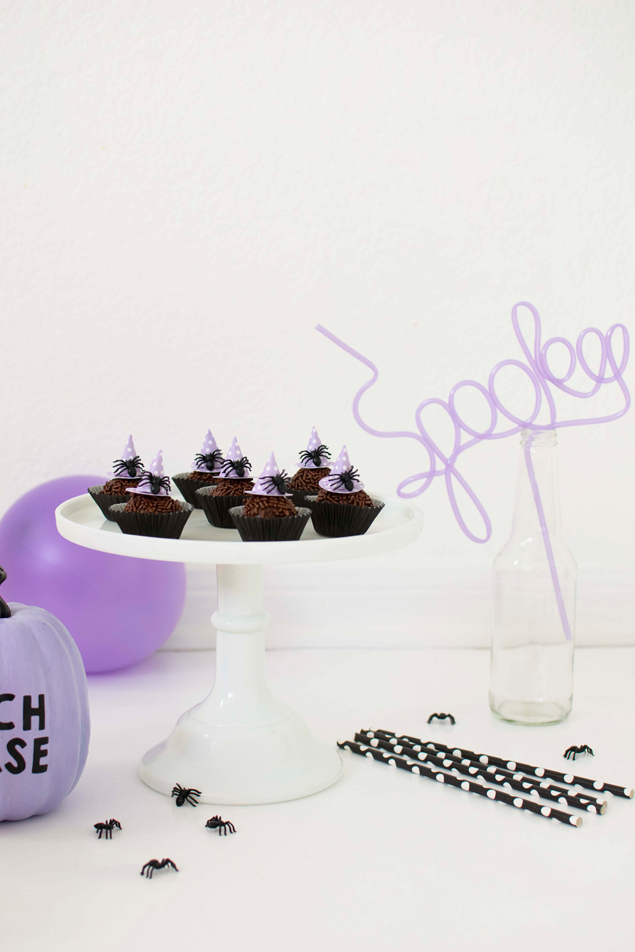 Halloween Chocolate Fudge Balls | So perfect for all your Halloween parties!