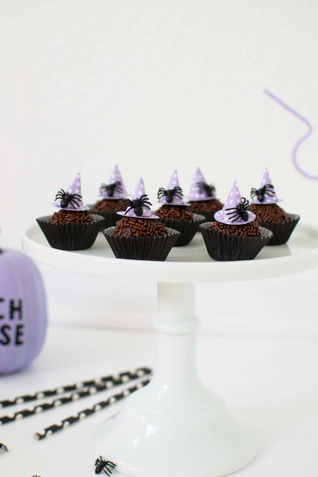 Halloween Chocolate Fudge Balls | Includes the delicious chocolates recipe and the instructions on how to make the cute witch hats!