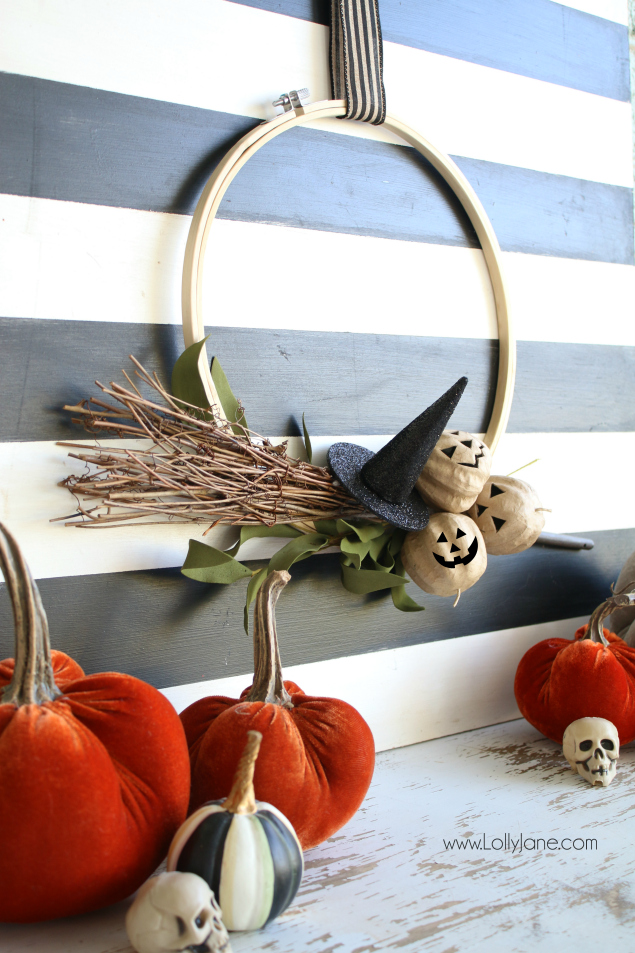 Halloween Hoop Wreath. Fun Halloween decoration ideas!