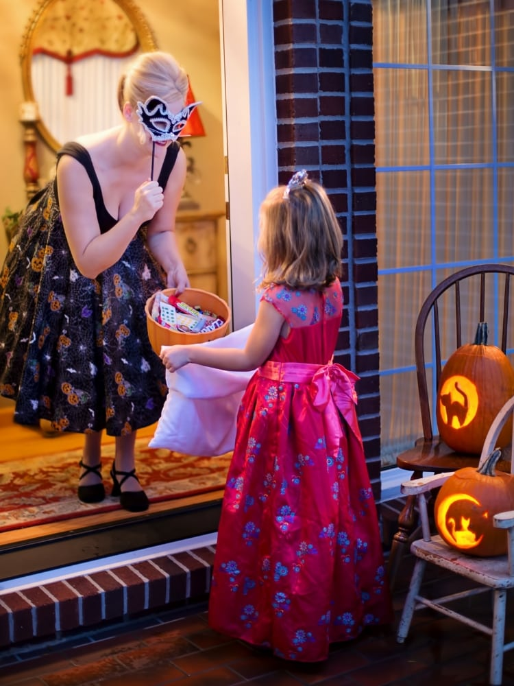 Printable Halloween Scavenger Hunt to do while Trick or Treating