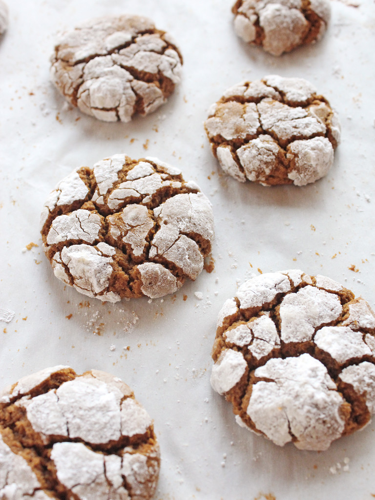 Gingerbread Crinkle Cookies | If you give a blonde a kitchen