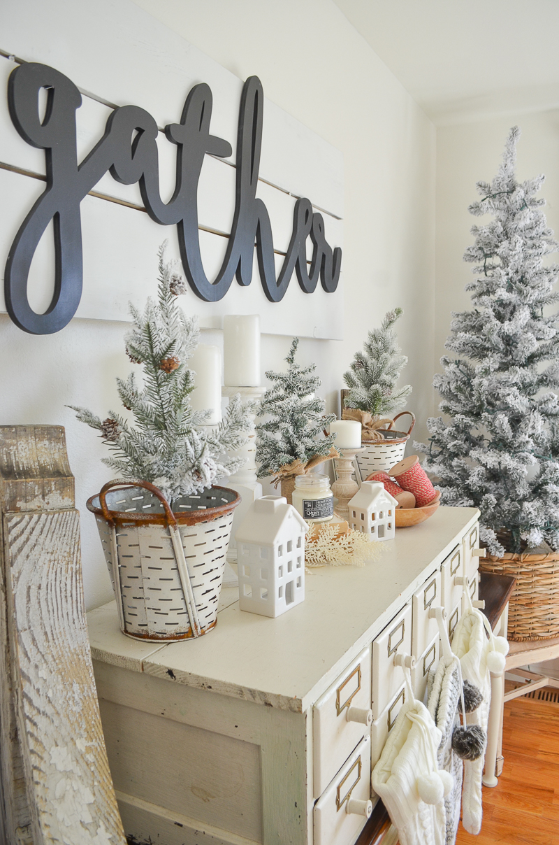 Farmhouse Christmas Decor - Farmhouse Christmas Decor | Little Vintage Nest