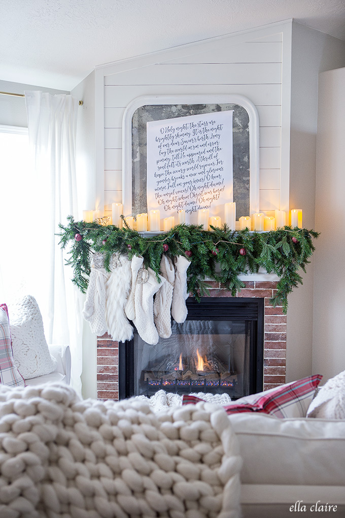 Farmhouse Christmas Decor - Farmhouse Christmas Family Room | Ella Claire Inspired