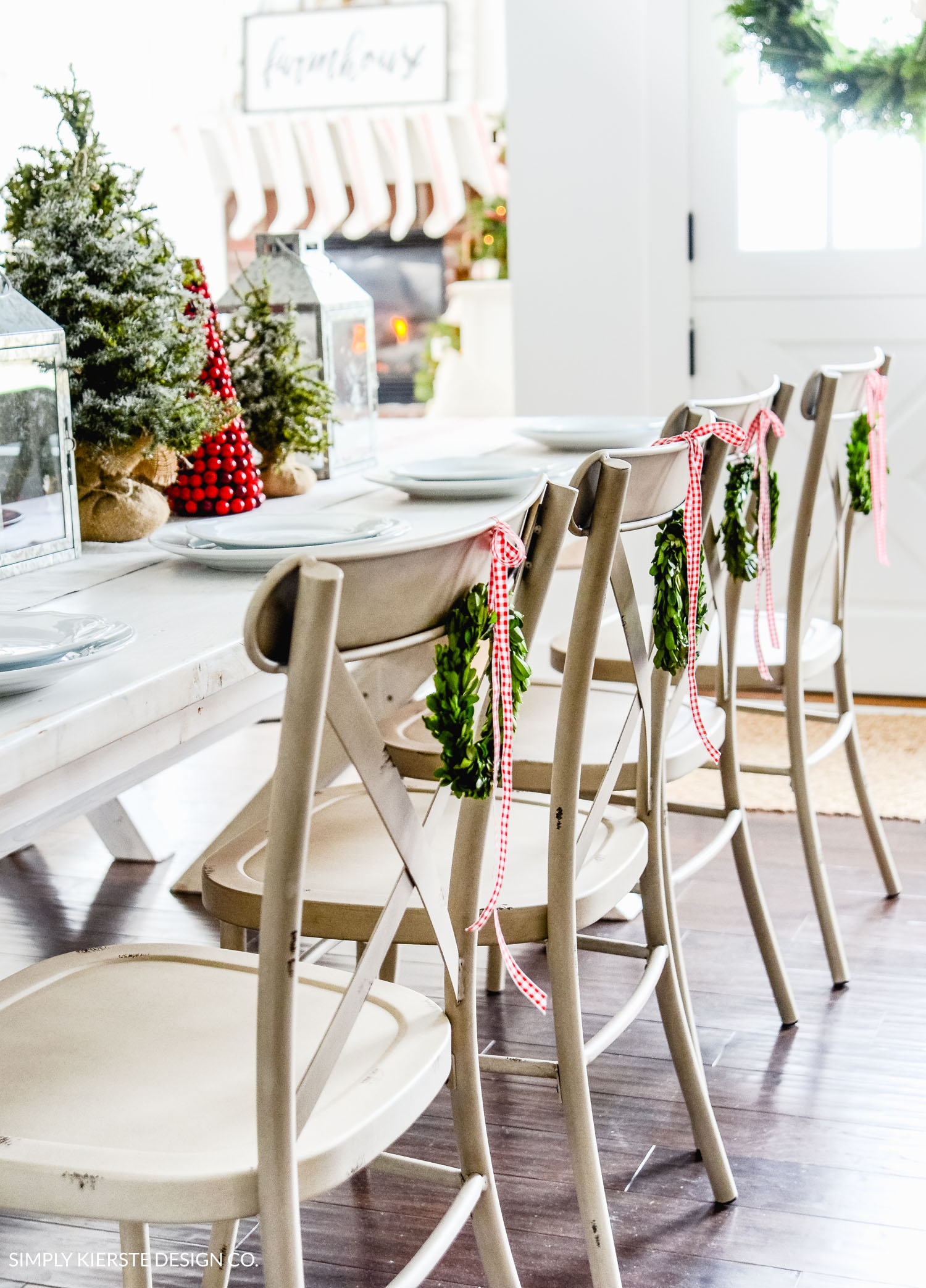 Farmhouse Christmas Decor - Simple Farmhouse Christmas Tablescape | Simply Kierste Design