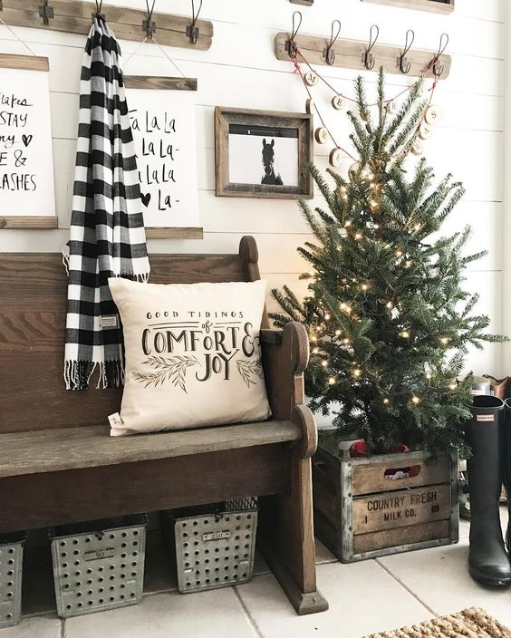 Farmhouse Christmas Decor - Farmhouse Christmas Entry Way | Pine and Birch