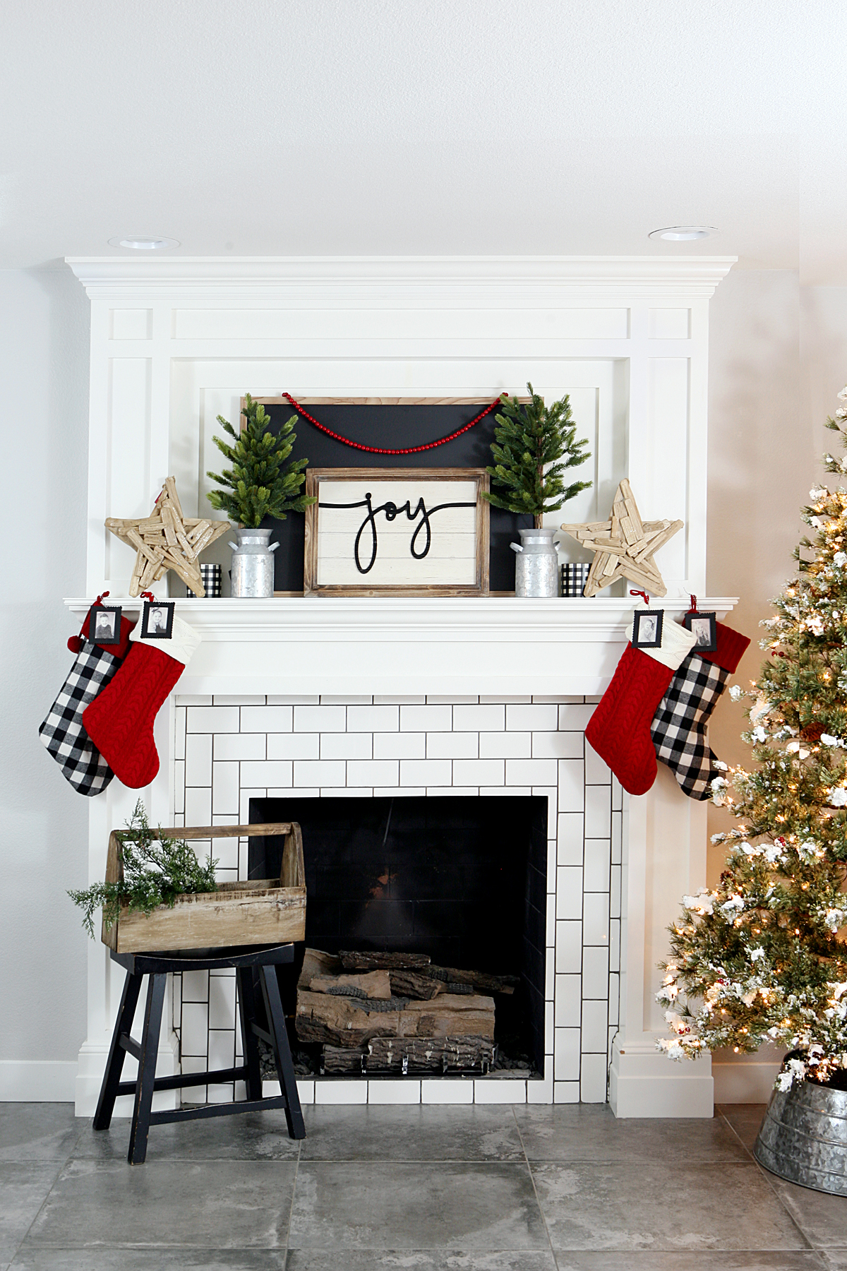 Farmhouse Christmas Decor Eighteen25