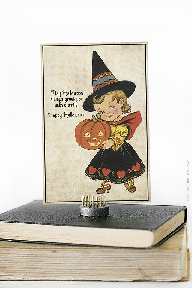 Darling vintage inspired Halloween greetings printable postcard.  Send to a friend, display in your office or home --  oh the possibilities!  livelaughrowe.com
