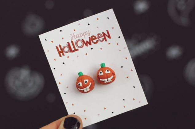 Attach your homemade earrings to these adorable Happy Halloween Accessory Cards.