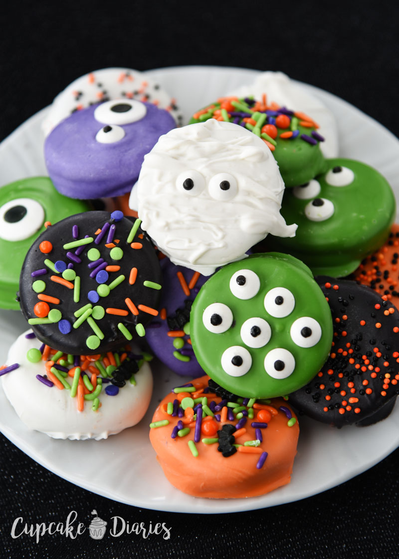 Adorable Halloween Dipped Oreos